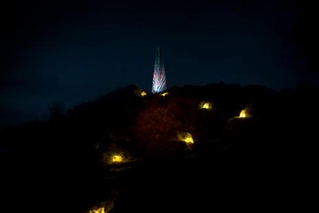 The Dark Outside, Murrays Monument